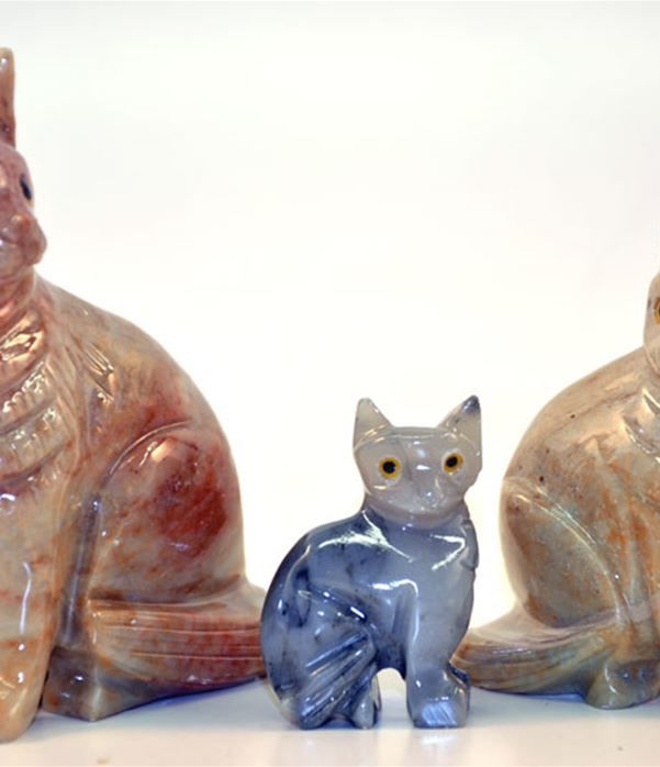 Gatto seduto pietra cm.3